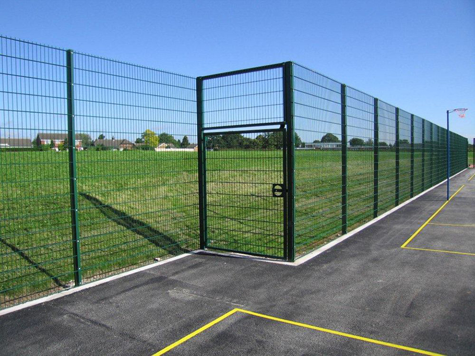 fence_and_equipment_02